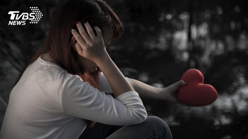 前夫再婚擋探視!8年「只能躲著看」 她淚:媽想你們