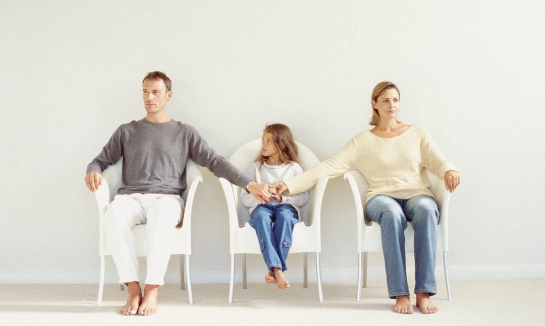 離婚的時候,法官要如何決定小孩「監護權」歸誰?